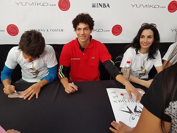 Fans meet with Esteban Hernández, Isaac Hernández, and Tamara Rojo.