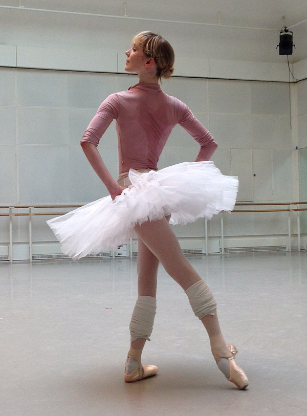 Sarah Lamb in the studio wearing Yumiko JESSICA in N-Dusty Rose